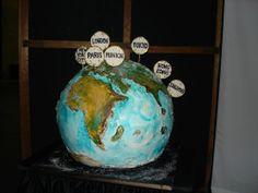 Geek World: Heroes Pics Globe Cake, Amazing Cakes, Geek Stuff, Christmas Ornaments, Holiday Decor, World, Sweet, Geek Things, Candy