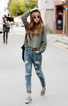 Cool Outfit For Girls Pictures 101 chic college girl fashion outfits to be appealing Cool Outfit For Girls. Here is Cool Outfit For Girls Pictures for you. Cool Outfit For Girls 101 chic college girl fashion outfits to be appealing. Korean Fashion Online, Korean Fashion Trends, Korean Street Fashion, Asian Fashion, Korean Fashion Tomboy, Korea Fashion, Denim Fashion, Look Fashion, Trendy Fashion