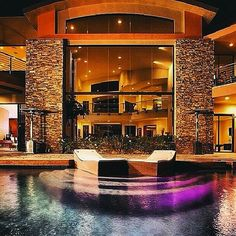 $27,000,000 modern mansion in Las Vegas with a pool.