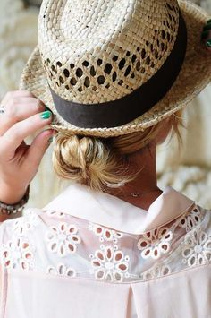 The Best Hairstyles to wear with a Summer Hat - Low bun with fedora hat