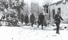 Wehrmacht soldiers in Warsaw, 1944 #polish #poland #wwii #military #history #insurgency #warsawuprising #militaryhistory #tank #warthunder #warsaw #ukraine #ussr #russia #wehrmacht #luftwaffe #kriegsmarine #ss #waffenss #award #medal #german #germany #deutsch #deutschland #camo #army #panzer FOLLOW THE CREW @_grossdeutschland_ @armor.of.ww2 @ww2.germanstuff @german.ww2.history @hugues_ens @german_ww2_page @german_wars_page @waffen_ss_sammler