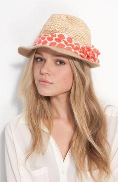 Astuces fashion, comment porter un foulard sur un chapeau, autour d'un chapeau Fedora, d'un Borsalino un d'un chapeau de pailler, porter foulard original.