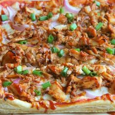 Puff Pastry BBQ Chicken Pizza is super quick and easy to make for dinner tonight. Your whole family will find it delish! Mushroom Pizza Recipes, Chicken Pizza Recipes, Bbq Chicken, Healthy Chocolate Mug Cake, Savoury Finger Food, Honey Barbecue Sauce, Puff Pastry Recipes, Yum Yum Chicken, Casserole Recipes