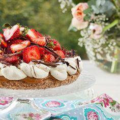 Succétårta med jordgubbar och kolakräm | Matmagasinet