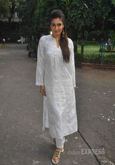 Raveena Tandon was lovely in a white chicken churridar suit at a press meet in…q r quiz India Fashion, Ethnic Fashion, Indian Dresses, Indian Outfits, Indian Clothes, Salwar Pattern, White Kurta, Kurta Style, Kurta Designs Women