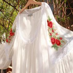 Traditional Wedding Dresses, Embroidery Designs, Costumes, My Style, Blouse, How To Wear, Inspiration, Clothes, Beautiful