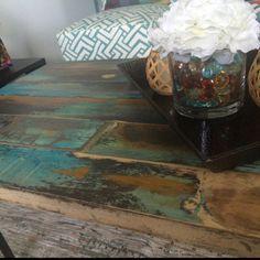 Top funky table ronde peinte coloré autour des tables en   Etsy Colorful Kitchen Tables, Painted Kitchen Tables, Painted Coffee Tables, Table Mosaic, Wood Mosaic, Wood And Metal Table, Wood Table, Dining Table, Rustic Table