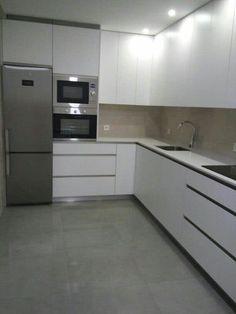 home layout plans 574842339937137397 - frigo Source by dessinemoiunecuisine Kitchen Room Design, Kitchen Cabinet Design, Modern Kitchen Design, Kitchen Layout, Home Decor Kitchen, Interior Design Kitchen, New Kitchen, Home Kitchens, Modern Kitchen Interiors