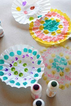Paint Dobber Painting with Preschoolers • Artchoo.com