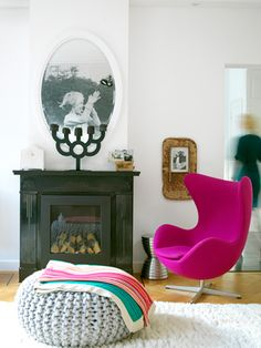 KNITWORKS, studio for the design and production of knitted fabrics, knitwear, interior textiles and accessoires. Arne Jacobsen, Sillon Egg, Chair Design, Furniture Design, Home Living, Living Room, Deco Retro, Cozy Chair, Cosy Corner