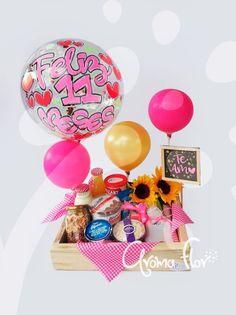 Diy Gift Baskets, Gift Hampers, Birthday Diy, Birthday Gifts, Creative Box, Cake Decorating Tutorials, Gift Packaging, Xmas Gifts, Diy Party