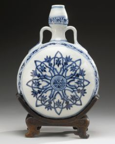 A RARE BLUE AND WHITE MOONFLASK MING DYNASTY, YONGLE PERIOD - Sotheby's