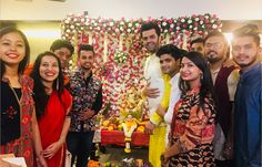 Super talented host of Indian Idol 10 Maniesh Paul invited Indian Idol 10 contestants to his home to take blessings from Ganpati Bappa. Indian Idol, Ganpati Bappa, Bollywood News, Ganesh, Ali, Singer, Celebrities, Fashion, Moda