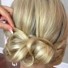 39 Fab Bridal Hair Style Ideas For Every Lenght! 39 Fab Bridal Hair Style Ideas For Every Lenght! Long Hair Wedding Styles, Boho Wedding Hair, Bridal Hair, Chignon Wedding, Wedding Nails, Wedding Makeup, Blonde Bob Hairstyles, Box Braids Hairstyles, Bride Hairstyles