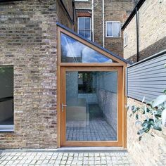 Side return extension Side-extension-idea Protecting Your Hardwood Floor Hardwood floors are rather Garage Extension, Chalet Extension, Side Return Extension, Cottage Extension, House Extension Design, Extension Designs, Glass Extension, Shed Extension Ideas, Bungalow Extensions