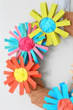 DIY PAPER FLOWER WREATH - Have too many paper tubes? Don't throw them away, make a pretty DIY paper flower wreath, perfect for holidays, weddings or parties!