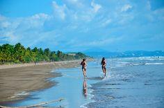 Am Surferstrand Las Lajas an Panamas Pazifikküste übernachtete sie in Hütten am...