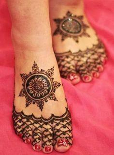 Pakistani Cone Kone Henna Mehndi Designs For Feets with best style. Pakistani Cone Kone Henna latest Mehndi Designs For full long Feets Henna Palm, Foot Henna, Henna Body Art, Henna Mehndi, Henna Tattoos, Mehndi Art, Tatoos, Mehndi Dress, Arabic Mehndi