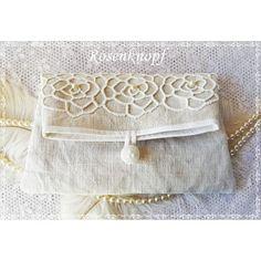 Romantische Clutch aus sehr altem, handgewebtem Leinen in Ivory, verziert mit Perlen bestickter Spitze mit Rosenmuster♥