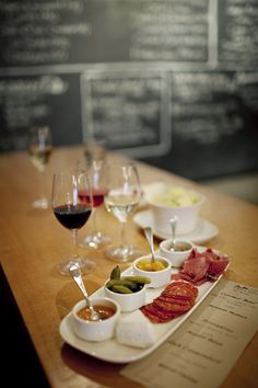 Photo for party set up. Site is a key to fine dining establishments. LOVING this whole idea of tasting foods & wine for a dinner party Wine Tasting Near Me, Wine Tasting Experience, Wine Tasting Party, Food Tasting, Wine Parties, Party Snacks, Appetizers For Party, Wine Coolers Drinks, Different Wines