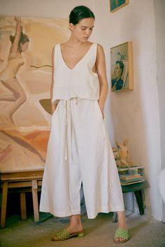 Linen Pants Outfit, Feminine Mode, Wide Leg Linen Pants, Facon, Mode Outfits, New Wardrobe, Summer Looks, Look Fashion, Lounge Wear