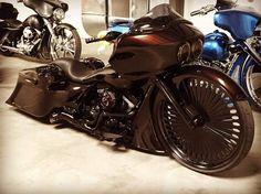 Harley Davidson News – Harley Davidson Bike Pics Harley Bagger, Bagger Motorcycle, Harley Bikes, Motorcycle Design, Motorcycle Garage, Motos Harley Davidson, Harley Davidson Road Glide, Custom Street Bikes, Custom Bikes