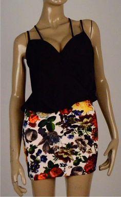 Vestido top negro con falda de flores $99.990 Tallas S, M y L