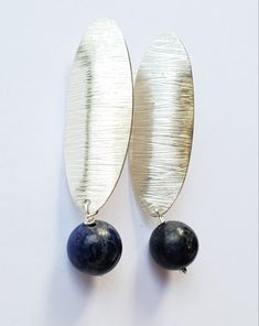 Textured silver earrings with lapis lazuli. Silver Earrings, Pearl Earrings, Lapis Lazuli, Unique Jewelry, Texture, Pearls, Design, Fashion, Moda