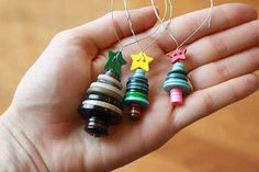 diy christmas crafts 45 Spending Budget Friendly Last Minute DIY Christmas Decorations interior design ideas photo Diy Christmas Decorations Easy, Diy Christmas Ornaments, Christmas Projects, Holiday Crafts, Button Decorations, Christmas Buttons, Button Ornaments Diy, Craft Decorations, Diy Decoration