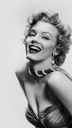 Marilyn Monroe. Tap to see more Sexy Celebrities in Black & White iPhone wallpapers, backgrounds, fondos. @mobile9