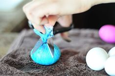 Want to dye Easter eggs this year, but don't want to spring for dye kits? You're in luck! You can use foods you likely already have hanging around to dye your eggs lovely colors. And best of all, many of the things you'd use to dye your eggs are scraps. Easter Egg Dye, Coloring Easter Eggs, Easter Egg Designs, Easter Ideas, Easter Projects, Kid Projects, Easter Crafts, Easter Cookies, Egg Decorating