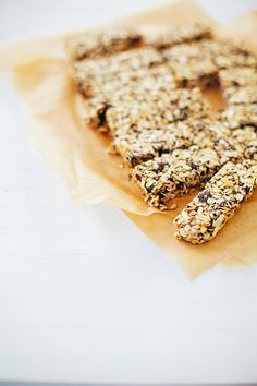 sesame snap granola bars with chocOlate drizzle (vegan & gluten free)