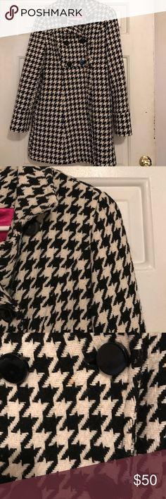 "Express houndstooth double breasted peacoat Express double breasted black and white houndstooth pea coat. Features a bright pink inner lining. Has one small stain on the front. Buttons are a little loose. 61% wool. Approx 32"" from shoulder to hem. Good condition! Express Jackets & Coats Pea Coats"