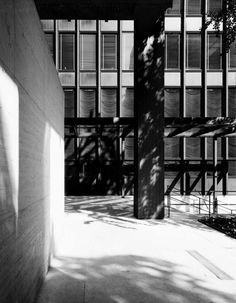 Seagram building by Mies van der Rohe  in association with Philip Johnson. Image courtesy of RFR.