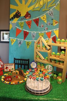 Love the pig cupcakes in the tower! / Angry Birds Birthday Party