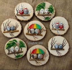 Painted rocks on logs (mounted on wood slabs). Painted rocks on logs (mounted on wood slabs). She has a lot of really cute painted rocks Stone Crafts, Rock Crafts, Fun Crafts, Diy And Crafts, Arts And Crafts, Pebble Painting, Pebble Art, Stone Painting, Holiday Crafts