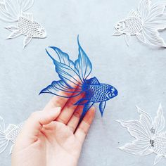 Risultati immagini per Make It By Hand Papercraft: Enchanted Kirigami the most beautiful delicate hand cut paper fish Origami Paper, Paper Quilling, Diy Paper, Paper Crafts, Quilling Comb, Neli Quilling, Foam Crafts, Paper Toys, Kirigami