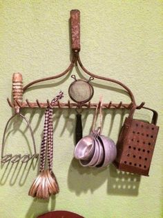 Vintage kitchen utensils, etc., hanging from an old rake head. The rustier, the better. Looks great in my kitchen! Old Kitchen, Wooden Kitchen, Kitchen Redo, Kitchen Items, Kitchen Gadgets, Cooking Gadgets, Kitchen Art, Kitchen Makeovers, Country Kitchen