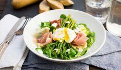 Weer een lekker recept uit de Koken met Aanbiedingen app: maaltijdsalade met groene asperges en rauwe ham. Heb jij de app al gedownload op je smartphone?