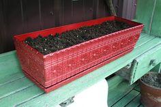Bring new life to an old planter! careycreates.blogspot.com