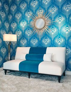 At first, I thought this was the Ferm Living Feather wall covering. Pretty sure its a Duralee fabric called Peacock Plume. Peacock Wallpaper, Metallic Wallpaper, Pool Spa, My New Room, Sweet Home, Relax, Lounge, Interior Design, Bedroom Ideas