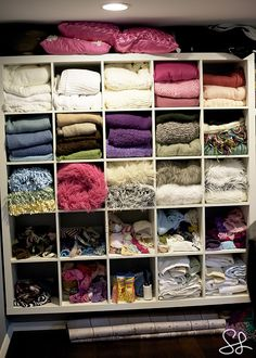 Blanket storage I so need this in my studio.For I have this material and blanket fettish.