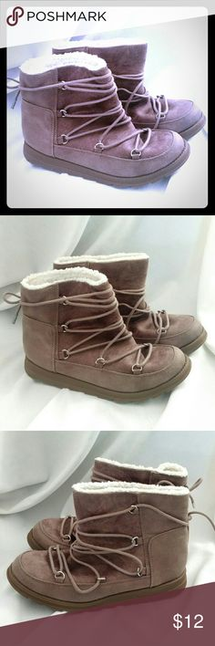 MAD LOVE Taupe Laced Ankle Boots sz 6.5 ~ 6 1/2 MAD LOVE Ankle Boots Color: Taupe Size: 6 1/2 Faux shearling lined. Excellent for style and warmth. Slip-on style These are SO adorable!! My only negative about them is I personally had difficulty pulling them onto my foot. I have a little wider feet so that is probably the reason it was difficult to slide them on. GREAT shape! From a smoke-free and pet-free home. Mad Love Shoes Ankle Boots & Booties