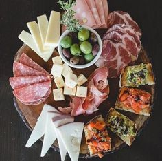 antipasto plate with cheese, meats, olives and bruschetta - Vorspeise, Antipasti & Tapas, Snacks Für Party, Appetizers For Party, Appetizer Recipes, Easter Recipes, Food Platters, Cheese Platters, Antipasto Plate, Italian Antipasto, Plateau Charcuterie