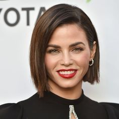 Parisian hairstylist David Mallett agrees that bobs like Jenna Dewan's are becoming more popular than ever. Bob Haircut For Round Face, Straight Bob Haircut, Round Face Haircuts, Round Face Bob, Bob Hairstyles For Thick, Hairstyles For Round Faces, Hairstyles With Bangs, Cool Hairstyles, Wedge Hairstyles