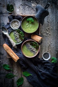 Green soup food photography and food styling Dark Food Photography, Photography Outfits, Pregnancy Photography, Photography Accessories, Photography Classes, Photography Gallery, Engagement Photography, Vegetables Photography, Spinach Soup