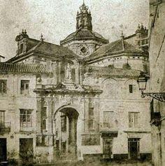 Compás de San Pablo. La estatua de San Pablo del arco aún se conserva hoy en un patio junto a la sacristía de la Magdalena.