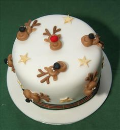 Christmas Themed Cake, Christmas Cake Designs, Christmas Cake Decorations, Christmas Party Food, Christmas Cupcakes, Christmas Sweets, Holiday Cakes, Christmas Cooking, Xmas Cakes