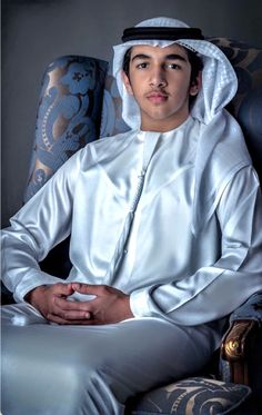 Muslim Images, Muslim Pictures, Royal Family Pictures, Handsome Arab Men, Prince Mohammed, Handsome Prince, My Prince Charming, Famous People, Rain Jacket
