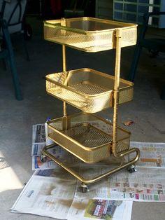 Der Ikea Raskog Beistellwagen gold macht richtig was her